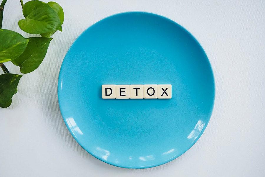 Perché abbiamo tutti bisogno di un social detox
